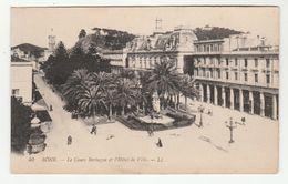 """Annaba - Bône - Le Cours Bertagna Et L'Hôtel De Ville - Publicité Absinthe """"Berger""""sur Vespasienne - 2 Scans - Annaba (Bône)"""