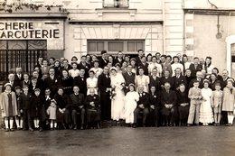Gd Photo Originale Cartonnée Mariage & Famille Par G. Pétard à Saint-Julien-de-Concelles (44450) Café, Boucherie Charcut - Personnes Anonymes