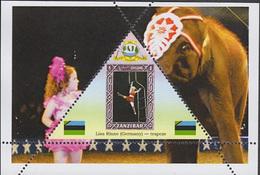 CIRCUS BEST ACTORS  - GUINEA ECUATORIAL  TRIANGULAR STAMP 1 Sheet (Mint NH) - Zirkus