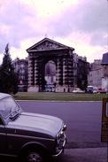 Photo Diapo Diapositive Slide Bordeaux En 1968 Renault 4L Avec Anti-brouillards Dyna Panhard VOIR ZOOM - Dias