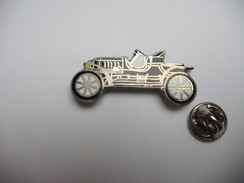 Beau Pin's En EGF , Auto Ancienne - Pin's