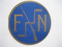 Superbe Et Rare Publicité De 1927 Sous Forme De Badge Automobiles F.N. FABRIQUE NATIONALE D'ARMES DE GUERRE HERSTAL - Pubblicitari