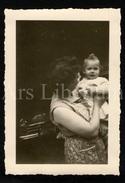 Photo Ancien / Foto / Woman / Femme / Baby / Bébé / Christiane Bonen / Jean Bonen / 1956 / Antwerpen / Size: 9.50 X 7 - Personnes Identifiées