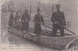 Bl - Cpa RUEIL - Crue De La Seine - Janvier 1910 - Artilleurs Conduisant Un Fournisseur Dans La Ville - Rueil Malmaison