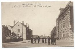 JOLIE CPA ANIMEE MONT ST SAINT MARTIN, BELLE ANIMATION SUR LA PLACE DE LA GARE, BASSIN METALLURGIQUE DE LONGWY, 54 - Mont Saint Martin