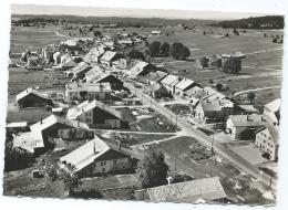 CPSM EN AVION AU DESSUS DE... LES FOURGS, VUE GERALE AERIENNE, DOUBS 25 - Autres Communes