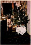 Photo Originale Noël & Son Sapin, Décorations Et Cow Boy Au Pied Du Sapin En 1961 - Panoplie Et Déguisement Western - Personnes Anonymes