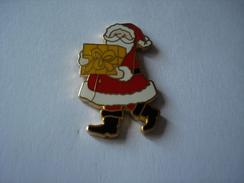 20171222-1153 TRES BEAU PIN'S PERE NOEL ST-NICOLAS AVEC PAQUET CADEAU - Christmas