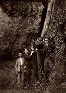 Photo Originale Jeunes Playboys - Genre 5 Daltons Faisant Mine D'escalader - Personnes Anonymes