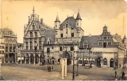 MECHELEN - Staduis En Oude Lakenhalle - Mechelen