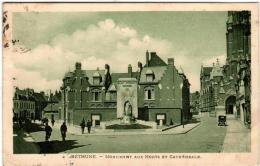5THX 510 CPA - BETHUNE - MONUMENT AUX MORTS ET CATHEDRALE - Bethune