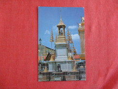 Thailand- Inside Ground Of Wat Phra Keo Pin Hole Ref 2769 - Thailand