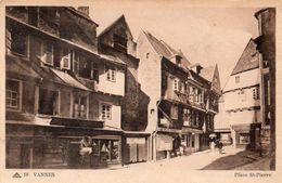 VANNES - Place Saint Pierre - Vannes