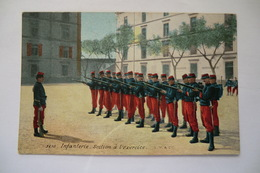 CPA MILITARIA MILITAIRE GUERRE 1914 1918. Infanterie. Section à L Exercice. - Guerra 1914-18