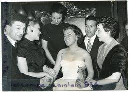 - Photo De Presse - Original -  Luis MARIANO, Yves ROBERT, Danielle DELORME, Odette LAURE, 08-10-1955, TBE, Scans. - Célébrités