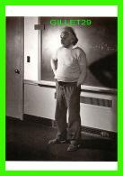 CÉLÉBRITÉS - ALBERT EINSTEIN AT PRINCETON, USA, 1940 - LUCIEN AIGNER - MUSÉE DE L'ÉLYSÉE LAUSANNE - - Personnages Historiques