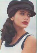 Publicité - Kookaï Printemps/Eté 1992 - Jeune Fille Portant Une Casquette (Mode) - Publicité