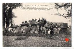 23991-LE-35-Essé-La Roche Aux Fées-Monument Mégalithique,le 2me De France Par Son Importance ......----------animée - Autres Communes