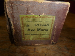 Rouleau Ancien Perforé Pour Piano Mécanique 15685  AVE MARIA , Franz Schubert - Franz Liszt - Objets Dérivés