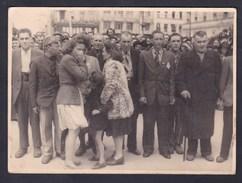 Photo Originale Guerre 39-45 Rassemblement Civils Femme En Pleurs Oeuvres Sociales Table Ronde 9è Region Militaire - Guerre, Militaire