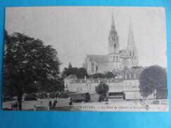 28 : CHARTRES :PLACE Du CHATELET Et La CATHEDRALE , C.P.A., Carte En Très Bon état,animée - Chartres