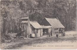 Bl - Cpa Liffré (Ille Et Vilaine) - Mi Forêt - Sabotiers Au Travail Dans La Forêt - France