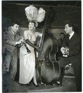 - Photo De Presse - Original - Mick MICHEL, Charles AZNAVOUR, Renato RASCEL,Théâtre Pigalle,  31-01-1957, TBE, Scans. - Beroemde Personen