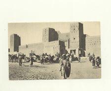 Maroc // CPA A - Chars De Combat Devant Un Ksar - Maroc