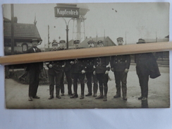KUPFERDREH LA GARE  POLICES GROUPE DE MILITAIRES CARTE PHOTO - Autres