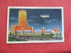 Zeppelin   Flying Over General Motors Building Chicago World's Fair  Ref 2773 - Expositions