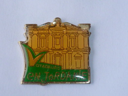 Pin's VOYAGEUR EN JORDANIE - Villes