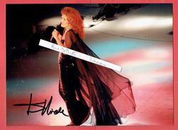 PHOTOGRAPHIE DEDICACEE DE DALIDA 13 FEVRIER 1985 A L EMISSION DE TELEVISION CADENCE 3 PRESENTEE PAR GUY LUX - Autographs