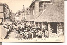 AURAY - La Vieille Halle Le Jour De Marché - Auray