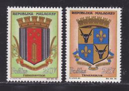 MADAGASCAR N°  391, 392 ** MNH Neufs Sans Charnière, TB  (D3474) Armoiries - Madagascar (1960-...)