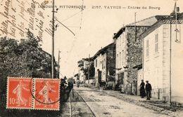 CPA VAYRES. Entrée Du Bourg, Enseigne Du Sabotier, Série Le Limousin Pittoresque, 1920. - France