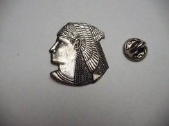 Beau Pin's En Relief , Cléopâtre ?? Egypte?? , Pharaon - Villes