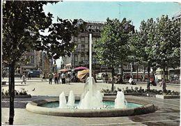 BRUXELLES (1000) : L'entrée De La Rue Neuve Vue Depuis La Place Rogier, Dans Les Années 60. Belle Animation. CPSM. - Brussel Bij Nacht