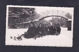 Photo Originale Vintage Snapshot Saint St Dizier La Marina En Hiver 1940 ( Groupe De Jeunes Femmes Neige) - Lieux
