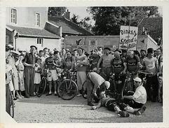 - Themes Div- Ref V757- Photo 11,5cms X 9 Cms - Une Course Cycliste - Photographe De Couches -saone Et Loire  - - Cycling