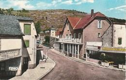 BAGNOLS LES BAINS Place Du Pont Et Ses Deux Hotels 460E - Autres Communes