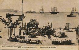 13742 -  MARTINIQUE  -   FORT  De  FRANCE  : DEBARQUEMENT  DES  POTICHES SUR LA PLAGE ,  BATEAUX DANS LA RADE ... - Fort De France
