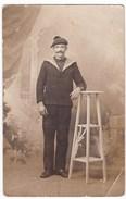 """Ancienne Carte Photo Marin JEAN-PIERRE LE BLOCH, Mort Pour La France """"Aux Eparges"""" (1915) Ile De Sein ? - Personnes Identifiées"""