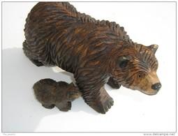Ours Sculpté En Bois - Hauteur 15 Cm  Longueur 24 Cm  -  Avec Son Petit  H 4.5 Cm L 8 Cm - Travail Artisanal - Wood