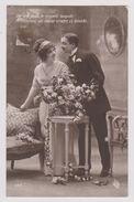 """Couple, Guéridon, Fleurs - """"De Vos Yeux, Le Regard Limpide M'annonce Un Coeur Tendre Et Timide."""" - (599) - Couples"""