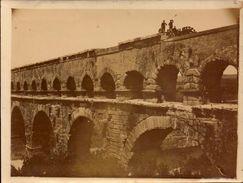 Pont Du Gard, Annimations    (bon Etat)  Dim : 12 X 9. - Orte