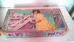 BARBIE FASHION PLAZA CON SCATOLA - Barbie