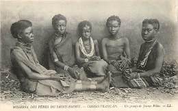 CONGO FRANCAIS UN GROUPE DE JEUNES FILLES MISSIONS DES PERES DU SAINT ESPRIT - Congo Français - Autres