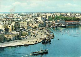 Brindisi (Puglia) Veduta Aerea Ansa Di Ponente E Passaggio Nave Da Guerra Anfibia 474, Aerial View Of The West Gulf - Brindisi