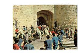 Cpm - 30 -  Aigues-Mortes - Une Abrivade Auprès Des Remparts - Sl 744 - 1976 - Cheval Blanc Cavalier Animation Taureau - Aigues-Mortes