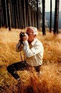 Photo Couleur Originale Photographe Amateur En Forêt Par Photographe Amateur - Cigarette Et Genou à Terre Vers 1980 - Personnes Anonymes